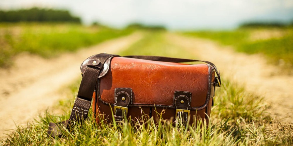 4 Tips Membersihkan Tas yang Berjamur