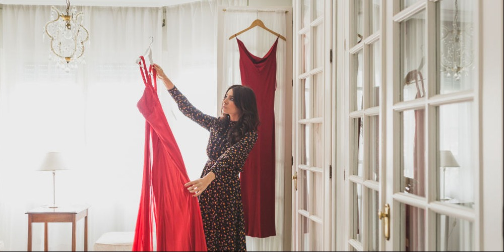 7 Inspirasi Gaun Merah untuk Dipakai di Hari Natal
