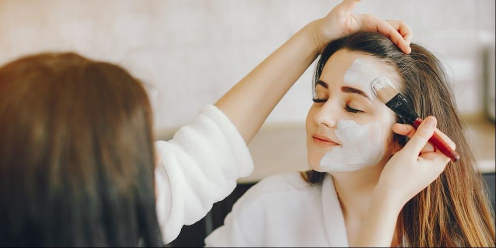 8 Rekomendasi Masker untuk Memutihkan Wajah