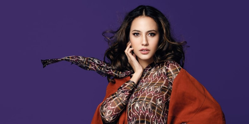A Chat With Pevita Pearce: Antara Film dan Fashion
