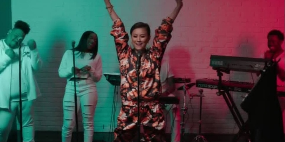 Aksi 'Bikin Merinding' Agnez Mo di Live Billboard