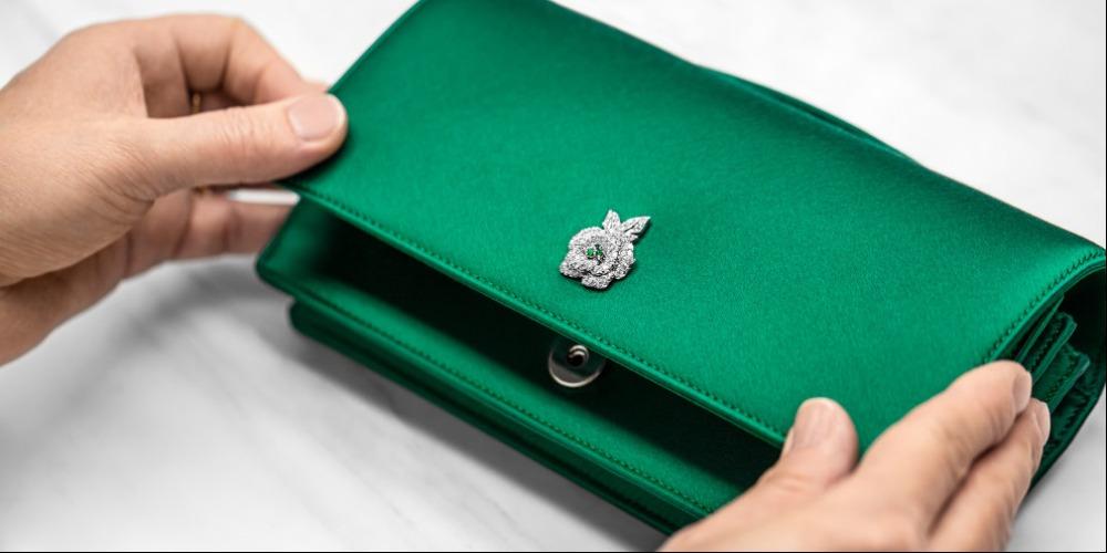 Mengintip Proses Pembuatan Clutch Gem Bag Dior