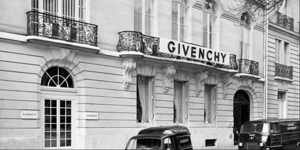 Desainer Hubert De Givenchy Meninggal Dunia