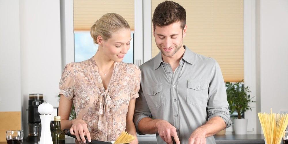 Manfaat Mengerjakan Pekerjaan Rumah Bersama Pasangan