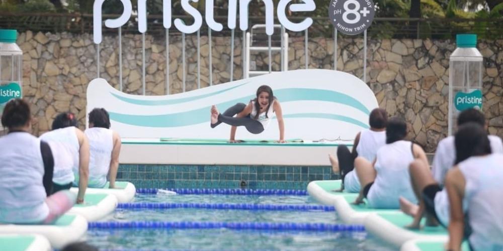 Serunya Melakukan Yoga di Atas Air, 'Floating Yoga'