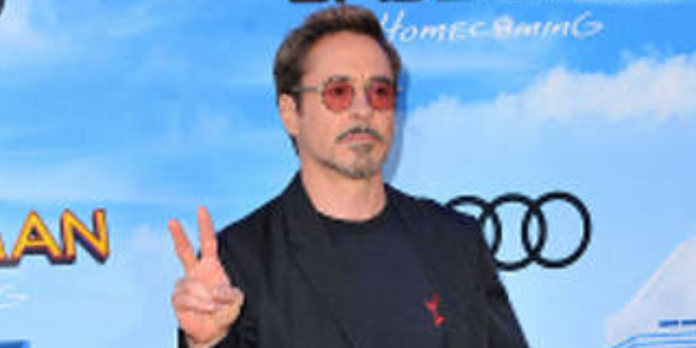 Spotted: Robert Downey Jr. Mengenakan Givenchy