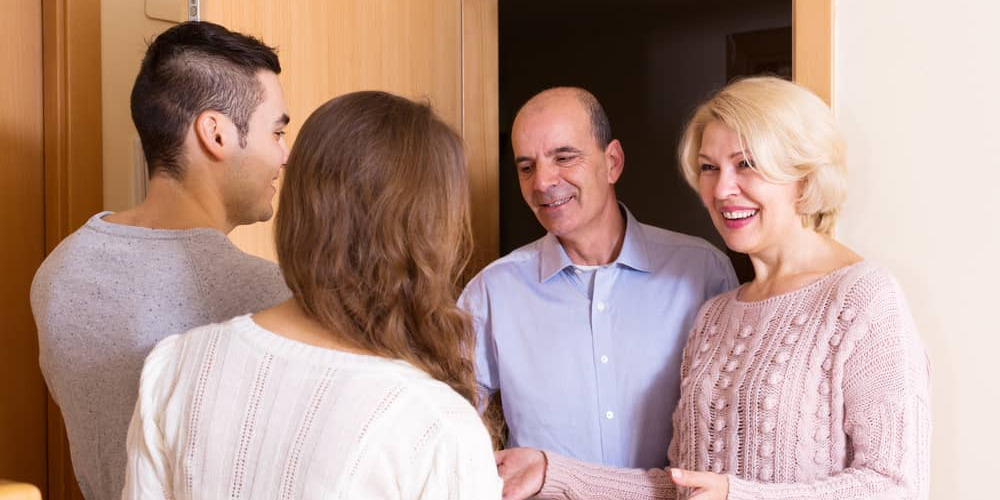 Tips Membawa Pasangan Saat Silaturahmi Lebaran