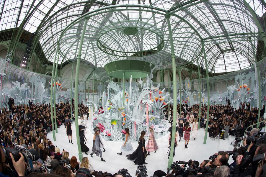 Dunia Bunga Chanel di Runway Spring 2015 Couture