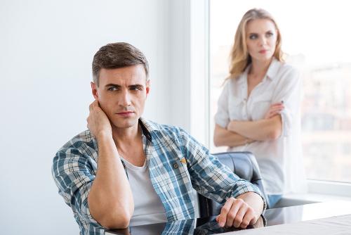 5 Tanda Pasangan Merasa Insecure