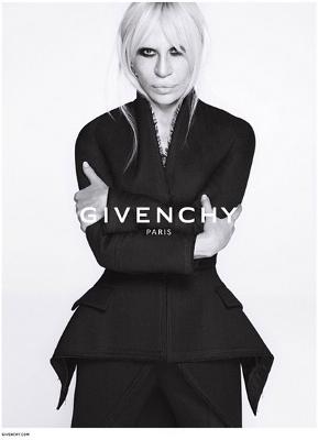 Donatella Versace Bintangi Iklan Terbaru Givenchy