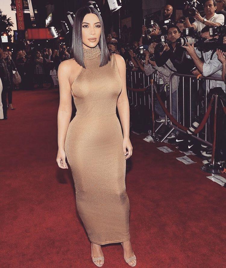 Spotted: Kim Kardashian Mengenakan Versace
