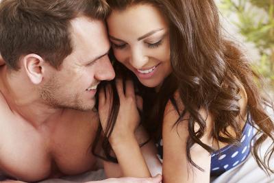 4 Alasan Wanita Pendiam Jago di Tempat Tidur