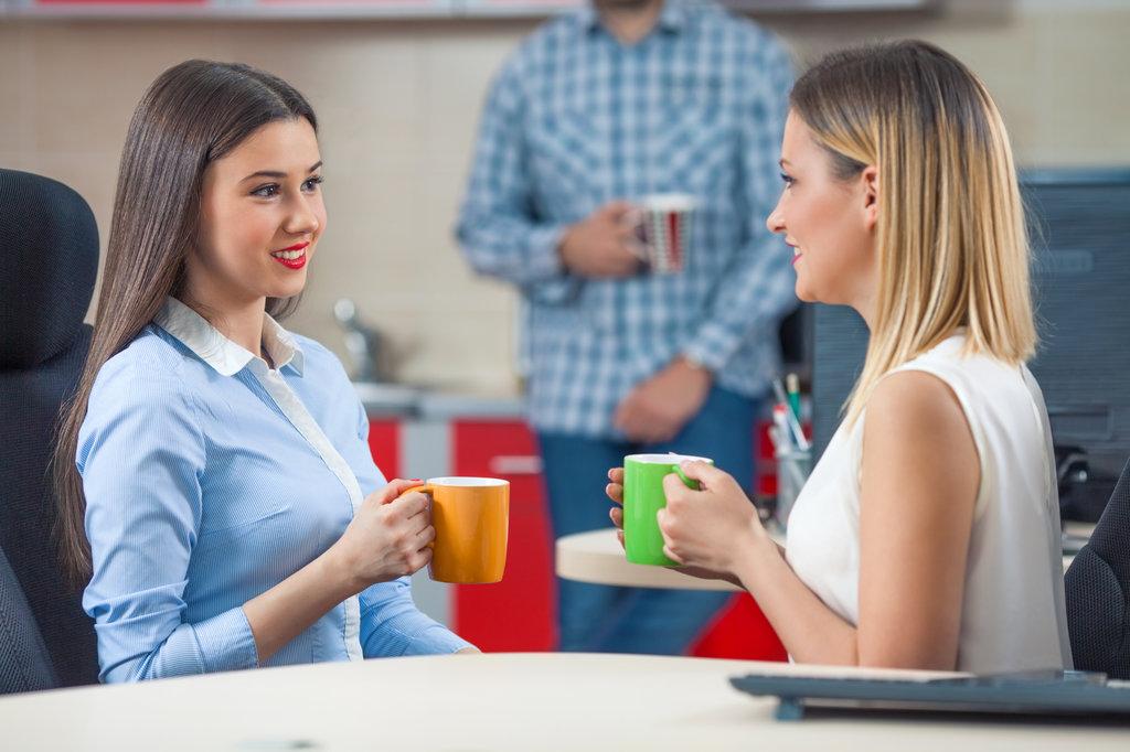 Cara Kelola Persahabatan di Kantor