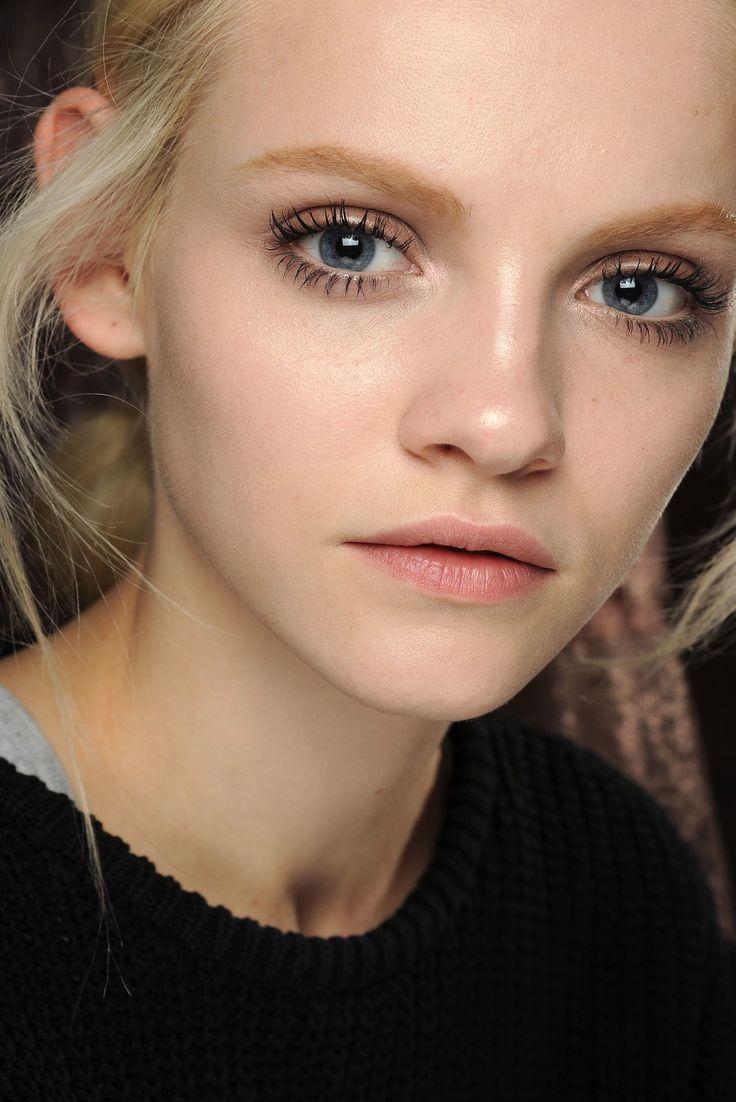 5 Trik Makeup untuk Mata Tampak Lebih Besar