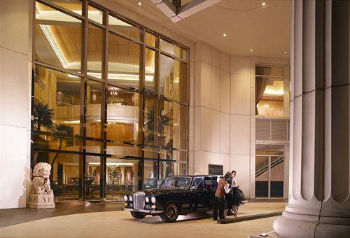 The Ritz-Carlton Mega Kuningan Raih Predikat Hotel of the Year 2014/15