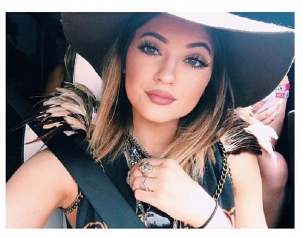 Makeup Seksi Ala Kylie Jenner