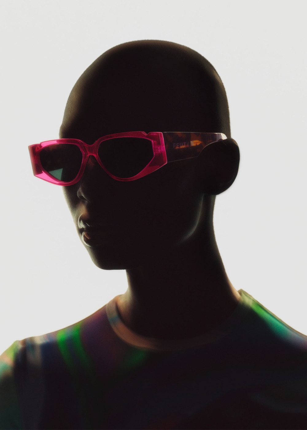 Fenty Hadirkan Koleksi Kacamata Hitam R5-20
