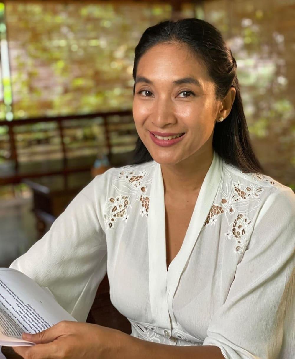 Cerita Happy Salma Tentang Di Balik Layar Sandiwara Sastra