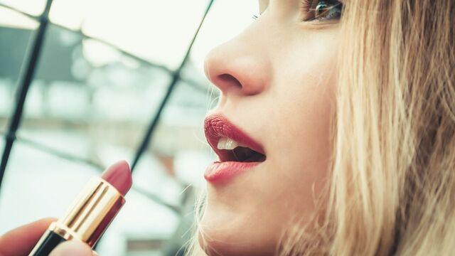 Rekomendasi Warna Lipstik Untuk Kulit Kuning Langsat