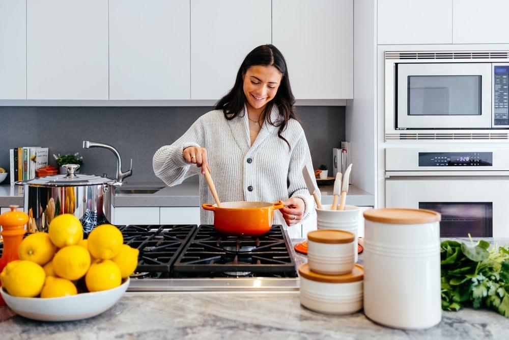Ketahui Manfaat Memasak Makanan Untuk Kesehatan Mental