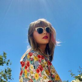 Inspirasi OOTD Bertema Vintage Khas Taylor Swift