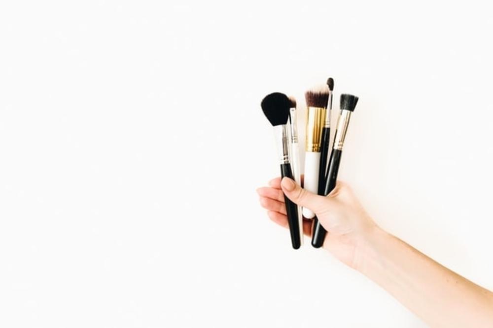 Dampak Buruk Tidak Membersihkan Alat Makeup Secara Rutin