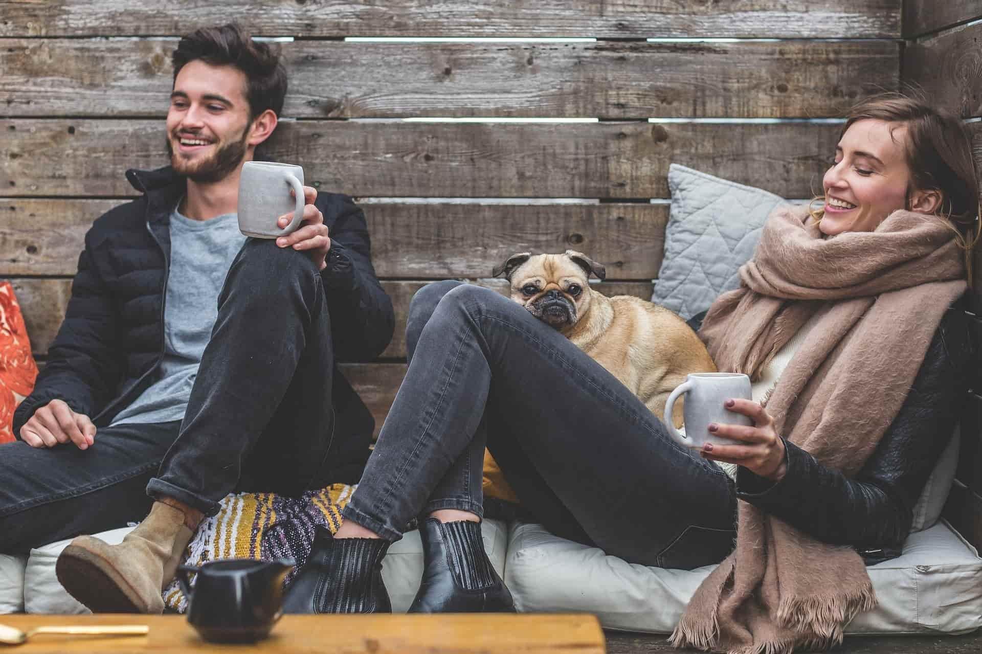 4 Tanda Pria Mencintaimu Meski Ia Sudah Ada Yang Punya