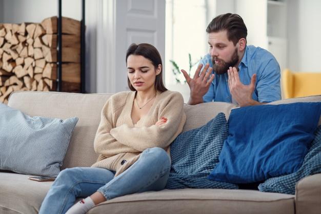 4 Tanda Hubungan Suami Istri Diganggu Oleh Orang Ketiga