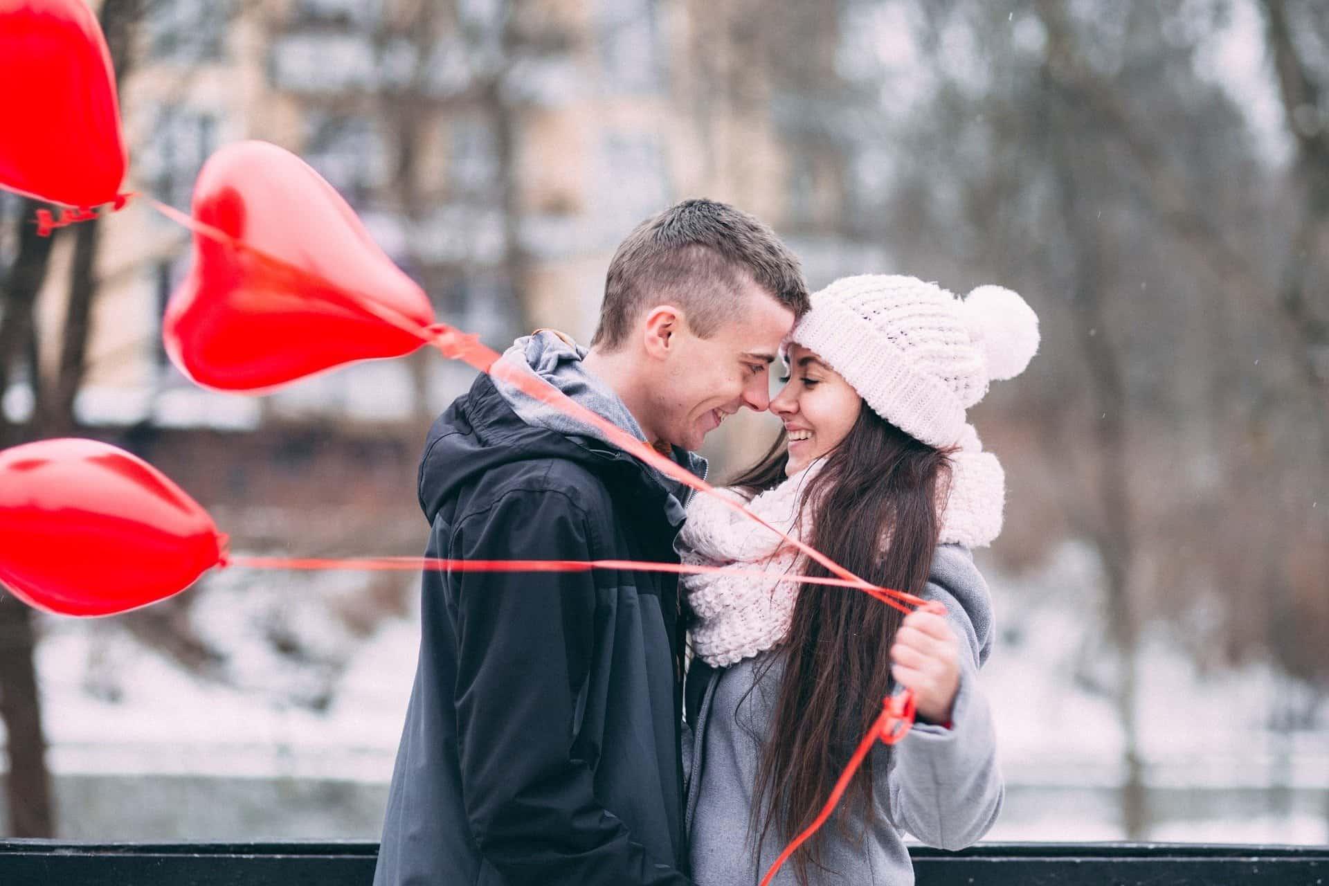 Lakukan Cara Ini Agar Hubungan Tetap Romantis!