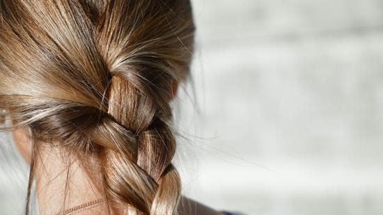 Perawatan Rambut Kering dan Mengembang di Rumah