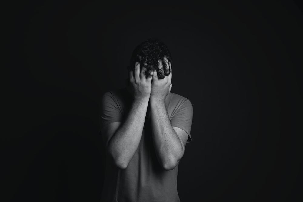 5 Cara Pria Menahan Rindu Pada Wanita yang Dicintainya