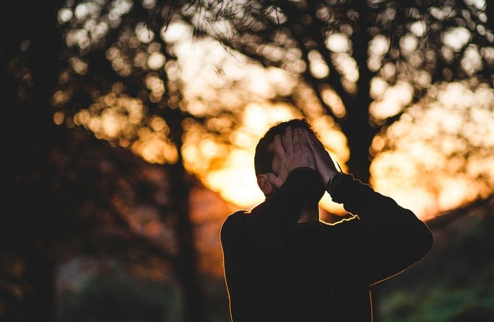 Berikut 5 Tanda Pria Menyesal Telah Melepaskanmu