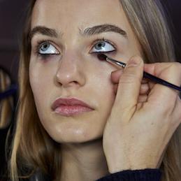 Fifty Shades of Grey Jadi Inspirasi Beauty Trends Fall '15