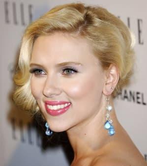 7 Gaya Rambut Scarlett Johansson Yang Menginspirasi