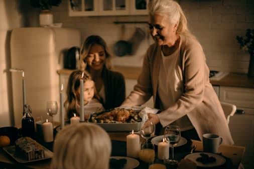 5 Tips Untuk Memikat Hati Mertua Ketika Pertama Kali Bertemu