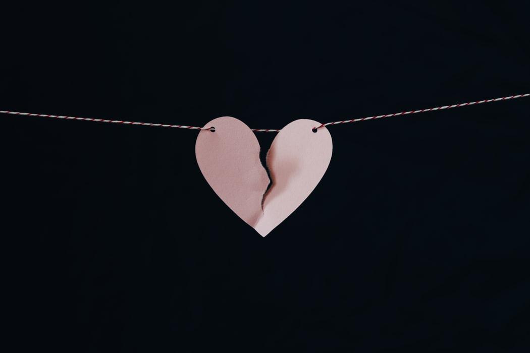 Tanda Hubungan Cinta Tidak Akan Bertahan Lama