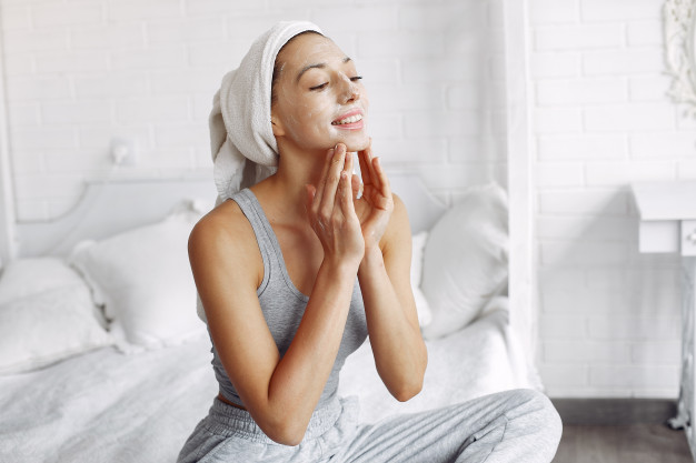 Urutan Skincare Malam Hari Untuk Kulit Berjerawat
