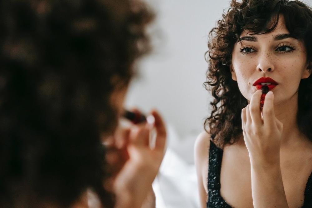 5 Rekomendasi Warna Lipstik yang Cocok Untuk Bibir Tebal