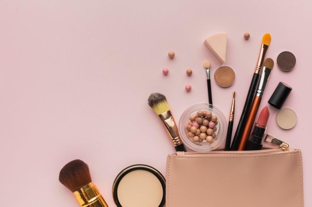 Alat Makeup yang Wajib Dibersihkan Selain Brush Dan Spons