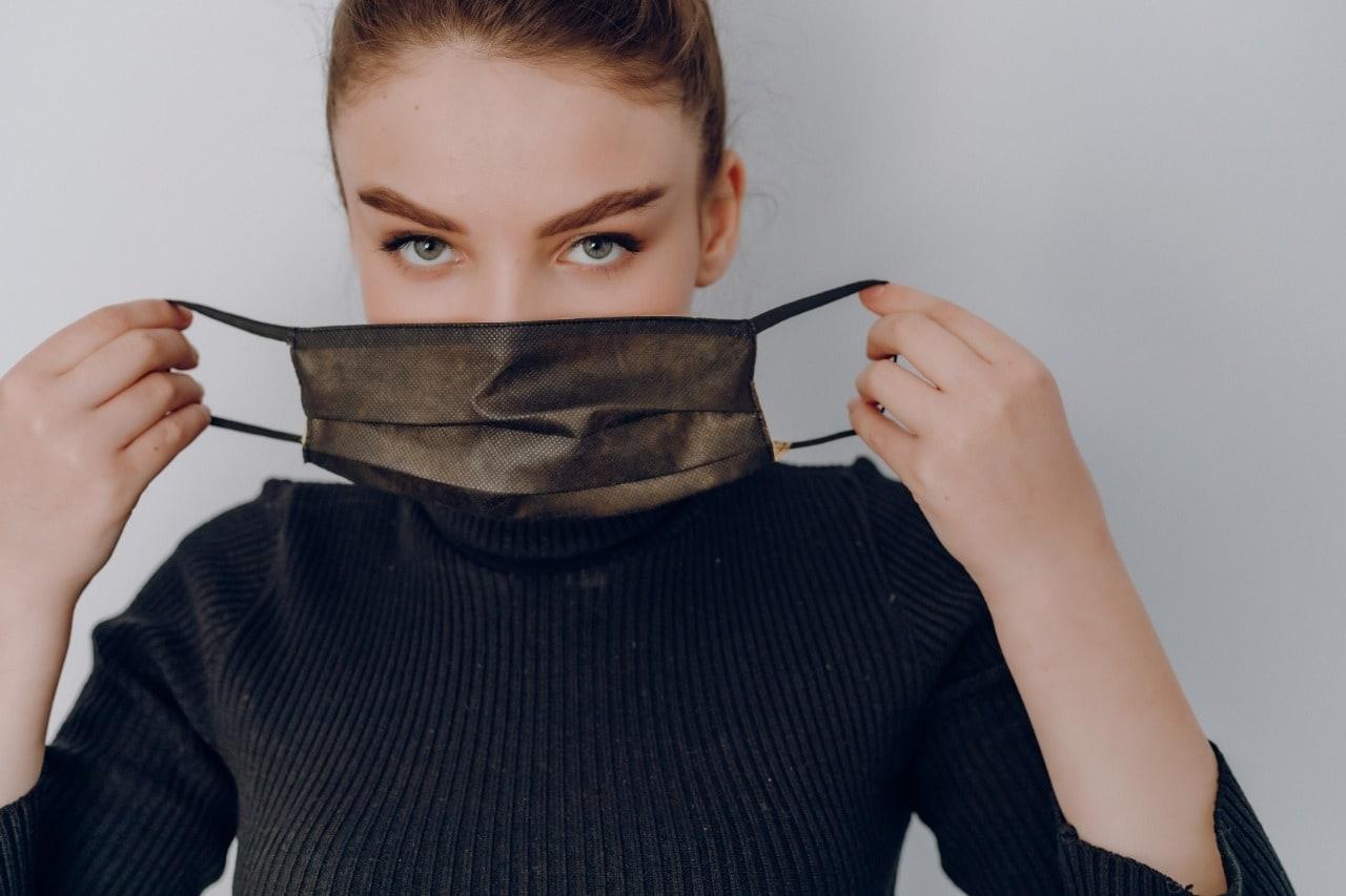 Pakai Masker Terus? Ini 7 Base Makeup Yang Ringan Di Kulit